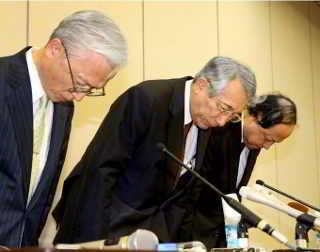 I Funzionari dell'Università di medicina di Kyoto.(Toshiyuki Hayashi)